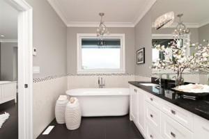 Small-Contemporary-Bathroom-with-Large-Mirror
