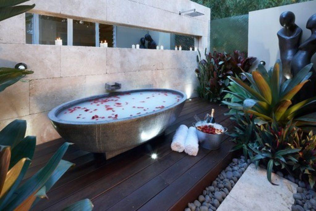outdoor-bathtubs